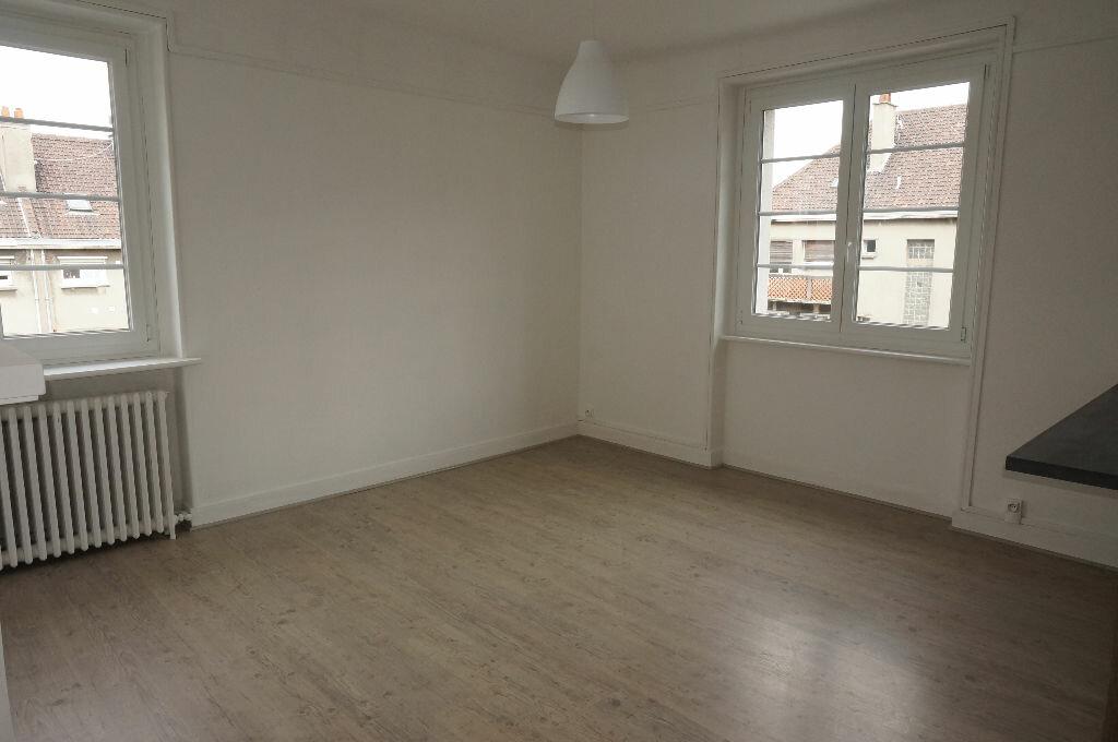 Appartement à louer 3 69.86m2 à Calais vignette-3