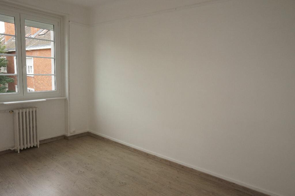 Appartement à louer 3 69.86m2 à Calais vignette-6