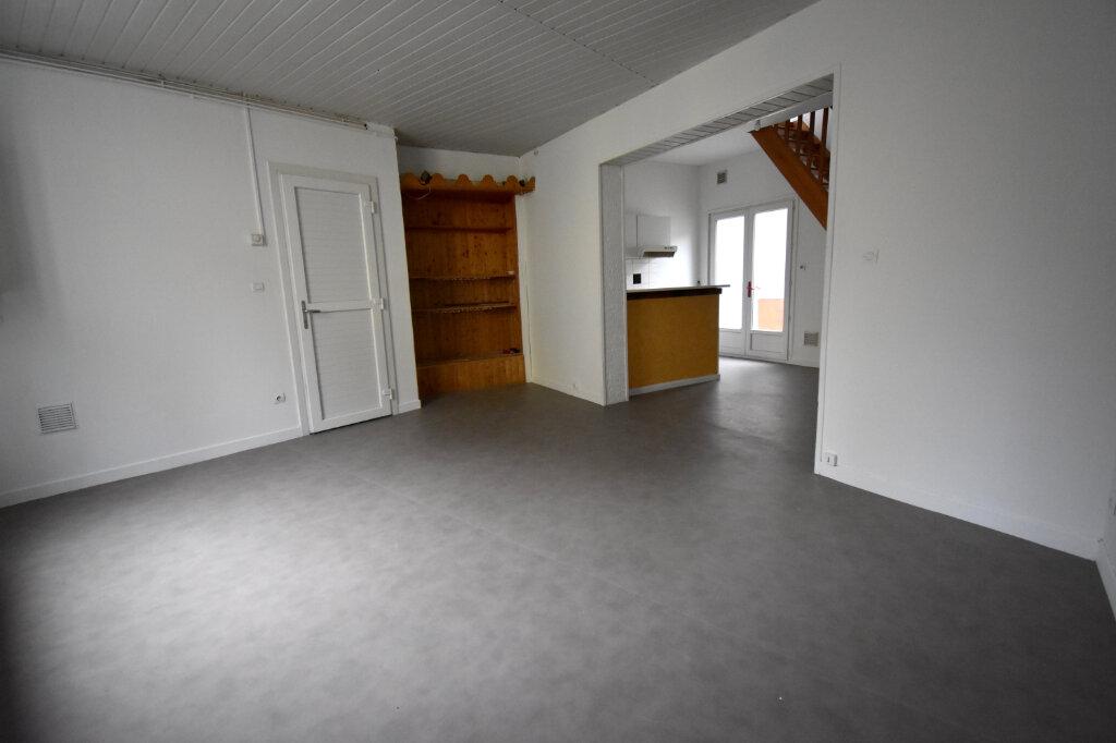 Appartement à louer 3 81m2 à Guînes vignette-2