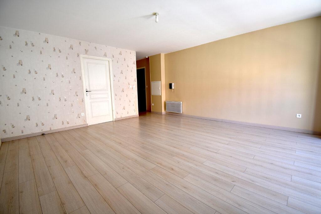 Appartement à louer 3 70m2 à Calais vignette-2