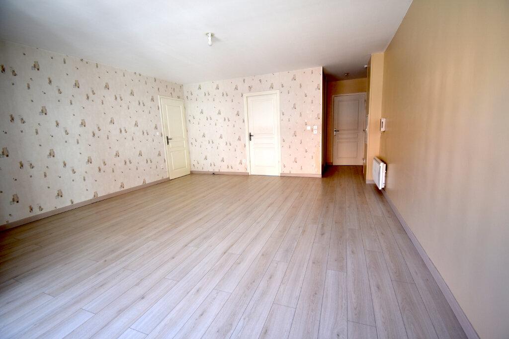 Appartement à louer 3 70m2 à Calais vignette-4