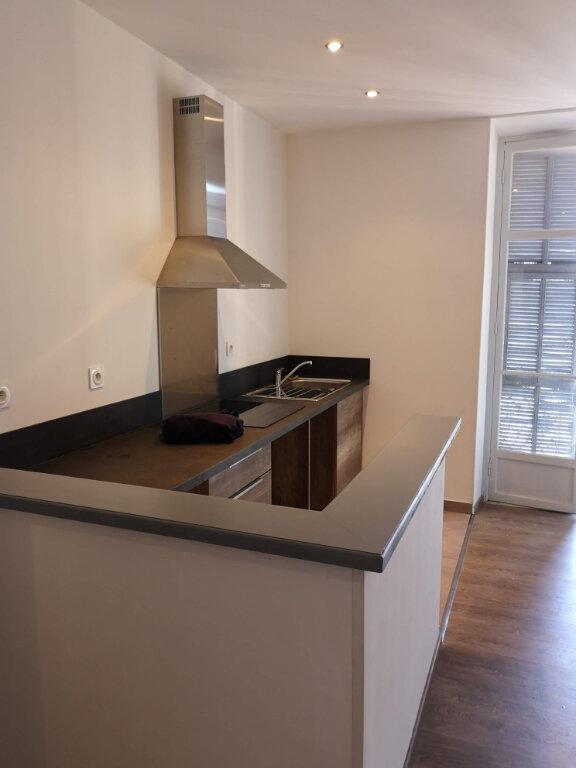 Appartement à louer 3 59.2m2 à Nice vignette-1