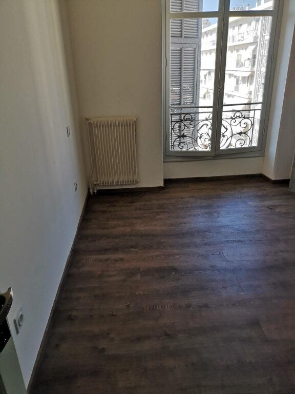 Appartement à louer 3 59.2m2 à Nice vignette-2