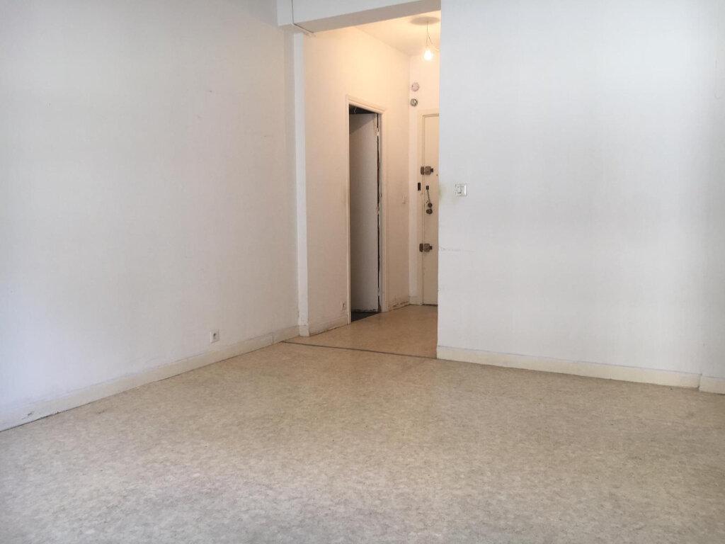 Appartement à louer 1 27.42m2 à Nice vignette-3
