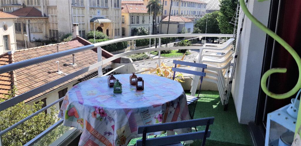 Appartement à louer 3 54.01m2 à Nice vignette-4