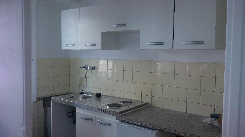 Appartement à louer 1 26.1m2 à Nice vignette-1
