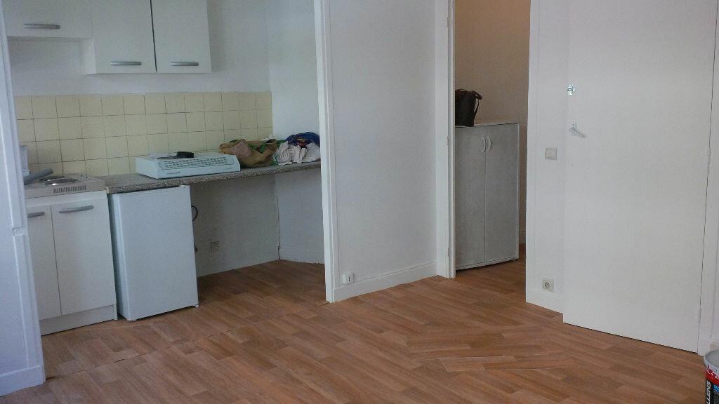 Appartement à louer 1 26.1m2 à Nice vignette-2
