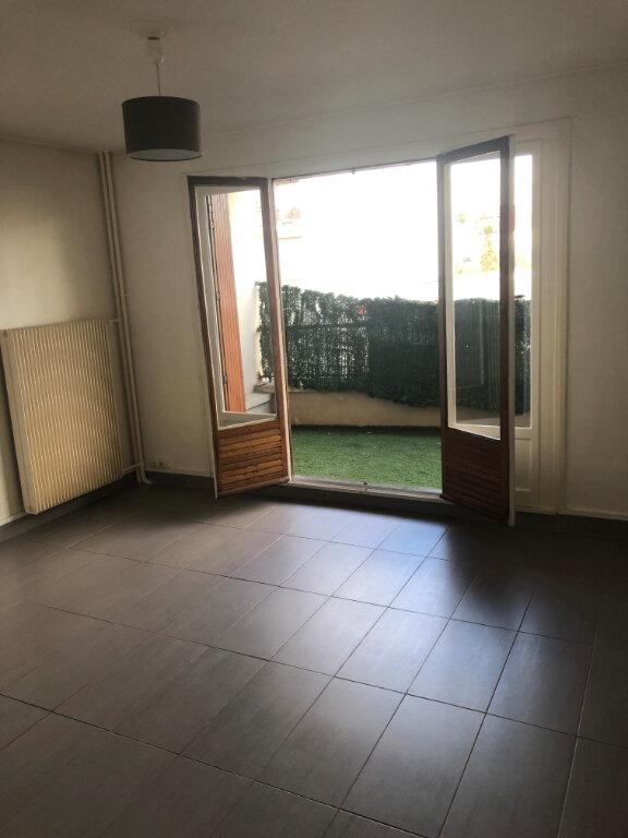 Appartement à louer 1 22.43m2 à Saint-Maur-des-Fossés vignette-1