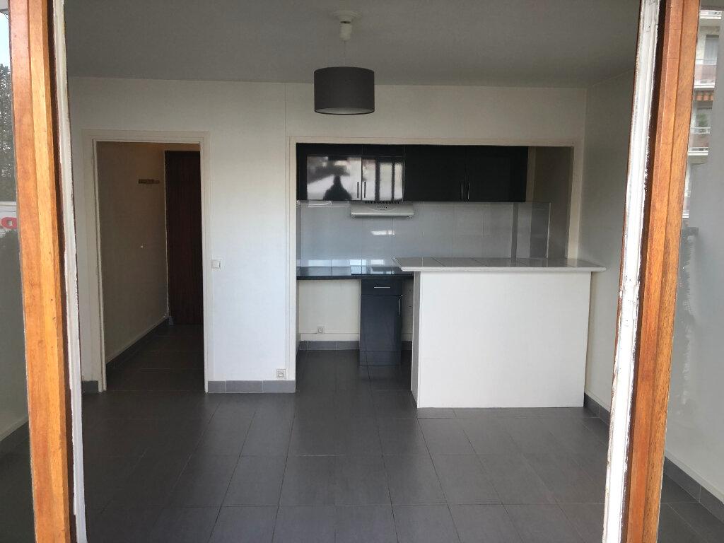 Appartement à louer 1 22.43m2 à Saint-Maur-des-Fossés vignette-2