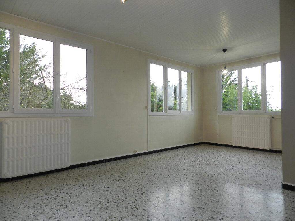 Appartement à louer 3 81.4m2 à Chennevières-sur-Marne vignette-1