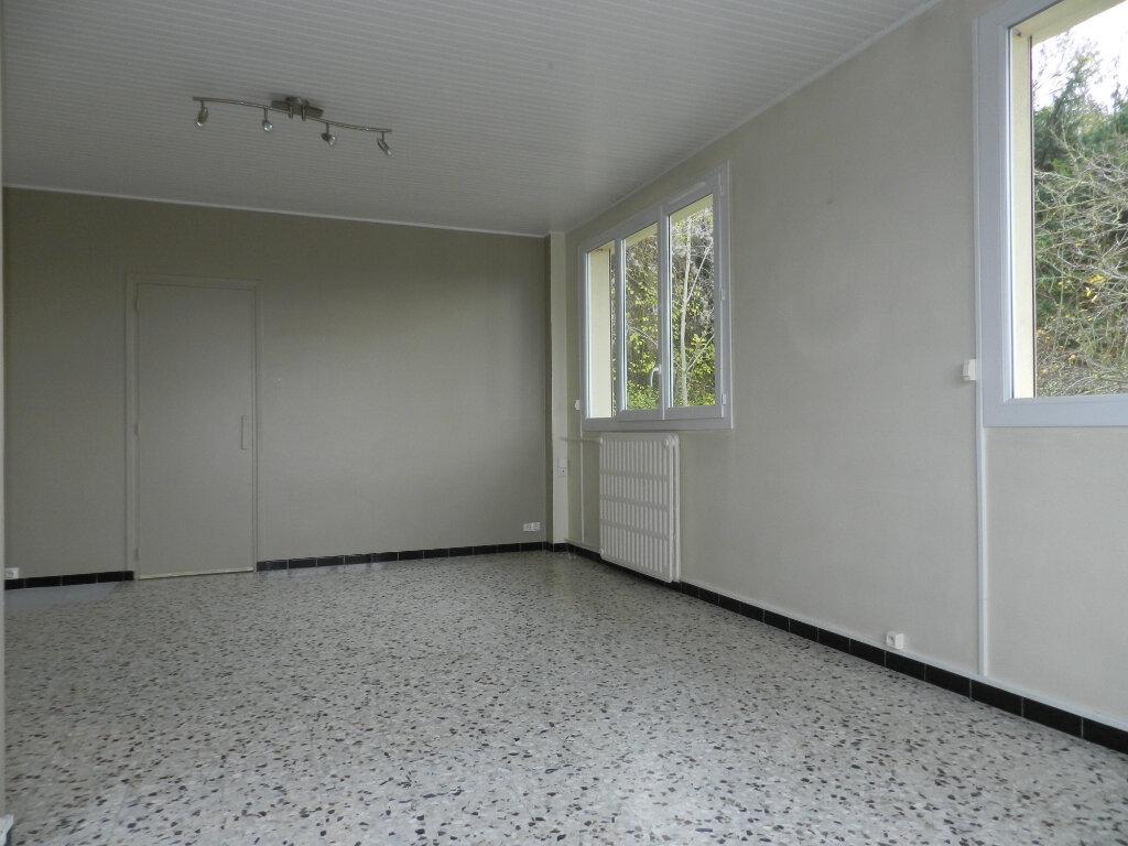 Appartement à louer 3 81.4m2 à Chennevières-sur-Marne vignette-2