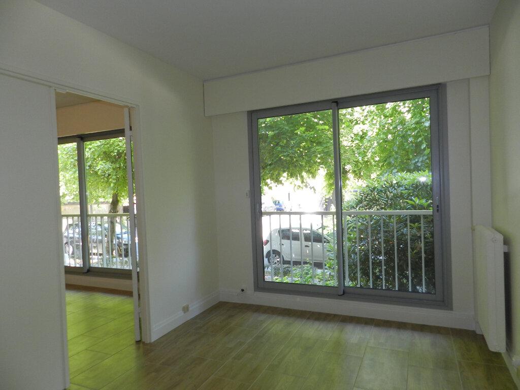 Appartement à louer 2 40.53m2 à La Varenne - Saint-Maur-des-Fossés vignette-4