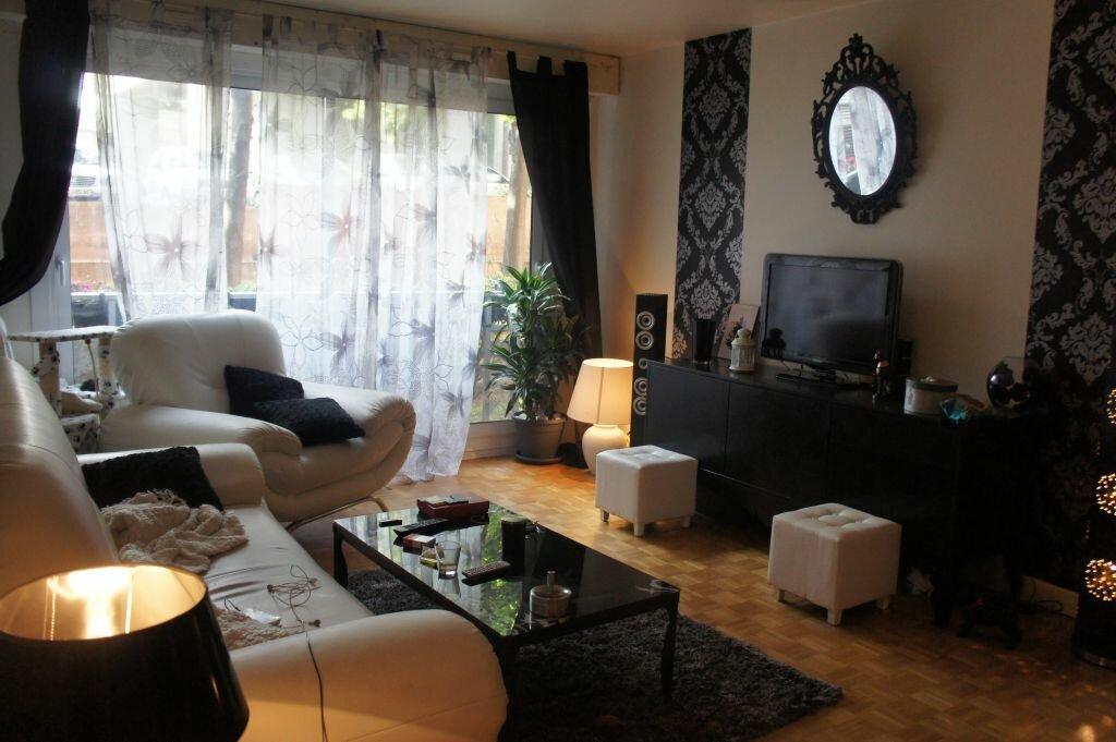 Appartement à louer 3 62m2 à Paris 19 vignette-1