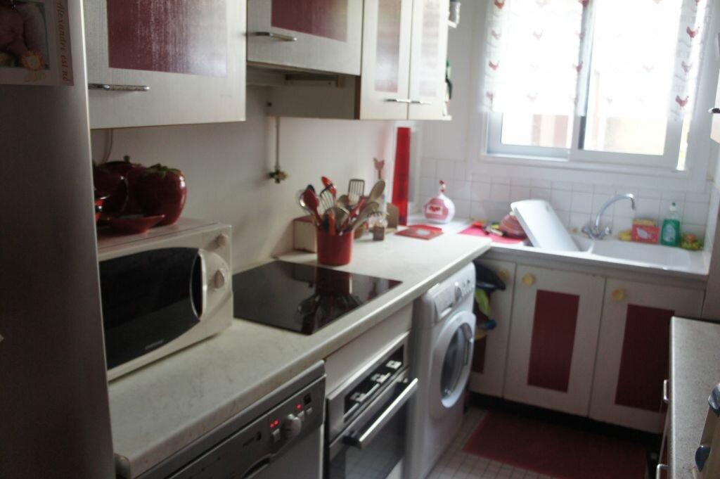 Appartement à louer 3 62m2 à Paris 19 vignette-3