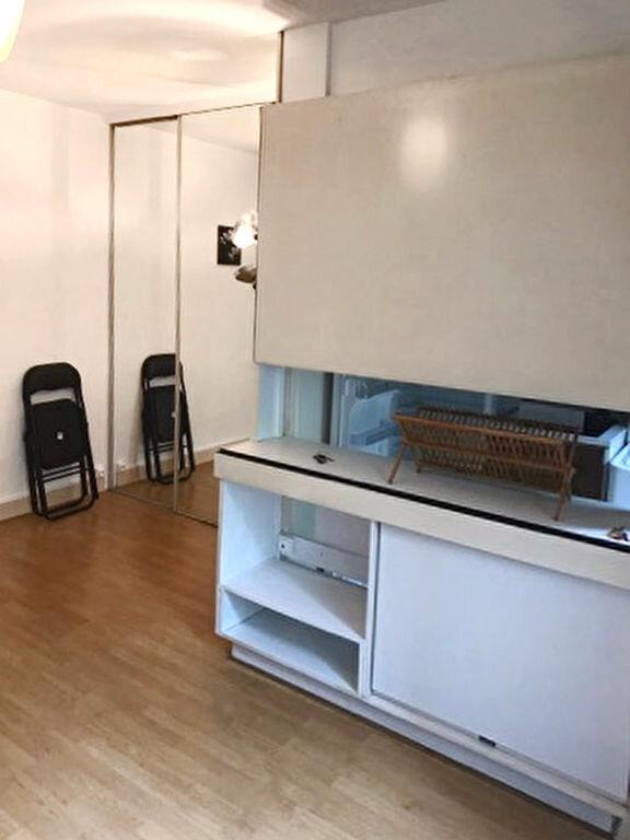 Appartement à louer 1 25.4m2 à Paris 19 vignette-3