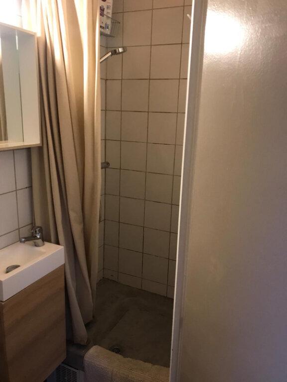 Appartement à louer 1 11.75m2 à Paris 10 vignette-4