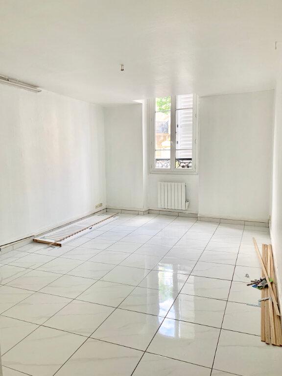 Appartement à louer 2 38m2 à Paris 20 vignette-1