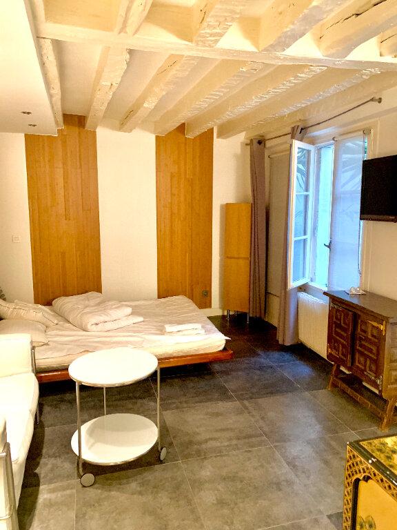 Appartement à louer 1 24.02m2 à Paris 4 vignette-2