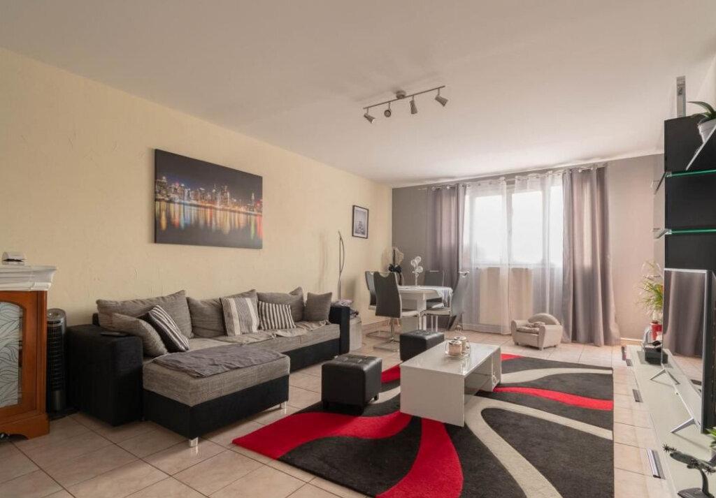 Appartement à vendre 3 68m2 à Issou vignette-1