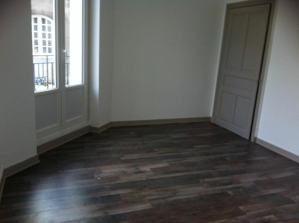 Appartement à louer 2 37m2 à Châteaubriant vignette-4