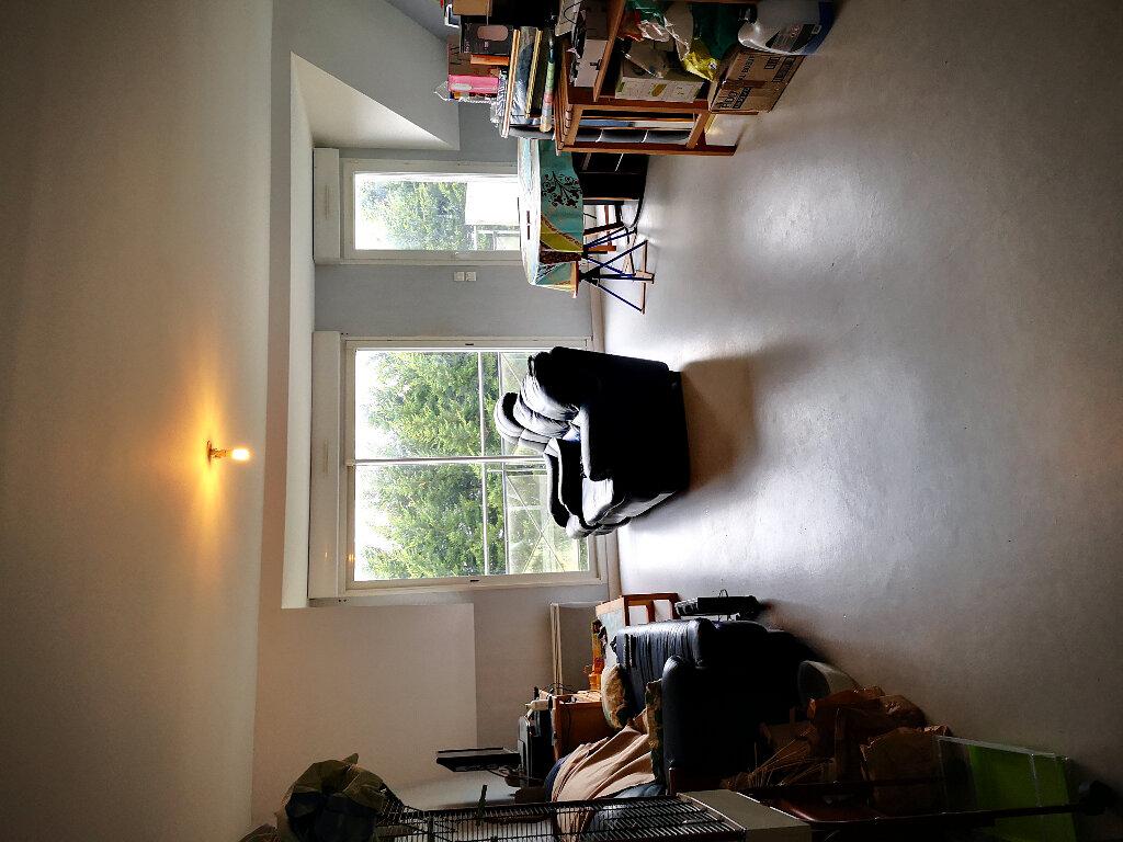 Appartement à vendre 3 62.4m2 à Bourg-des-Comptes vignette-3