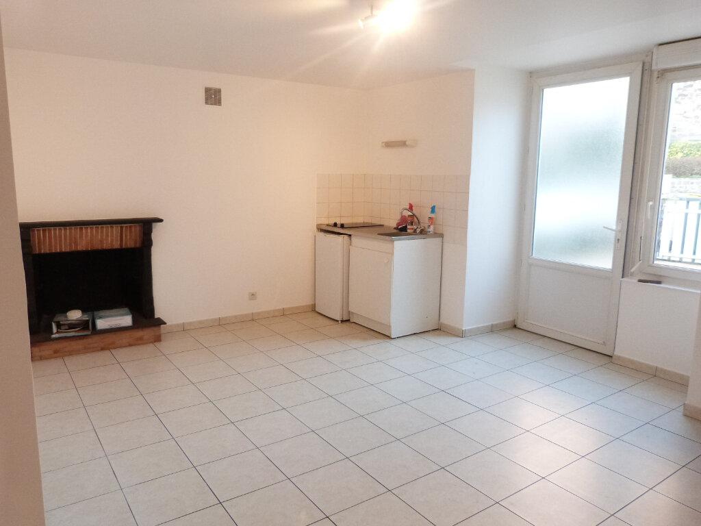 Appartement à louer 2 37m2 à Saint-Aubin-des-Châteaux vignette-1