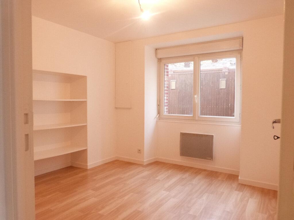 Appartement à louer 2 37m2 à Saint-Aubin-des-Châteaux vignette-2