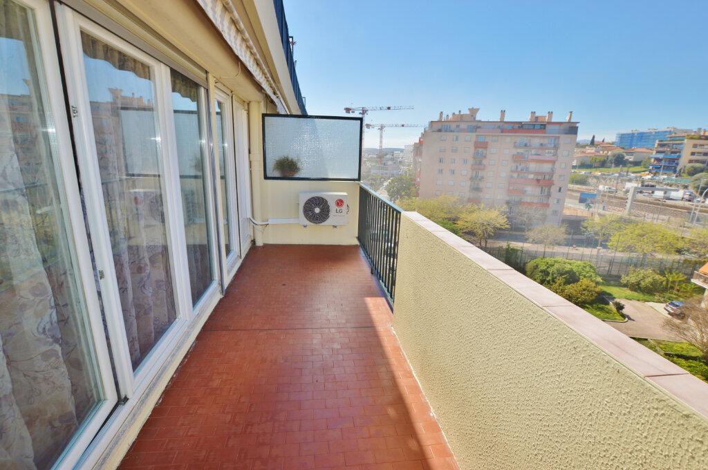 Appartement à vendre 3 70m2 à Nice vignette-1