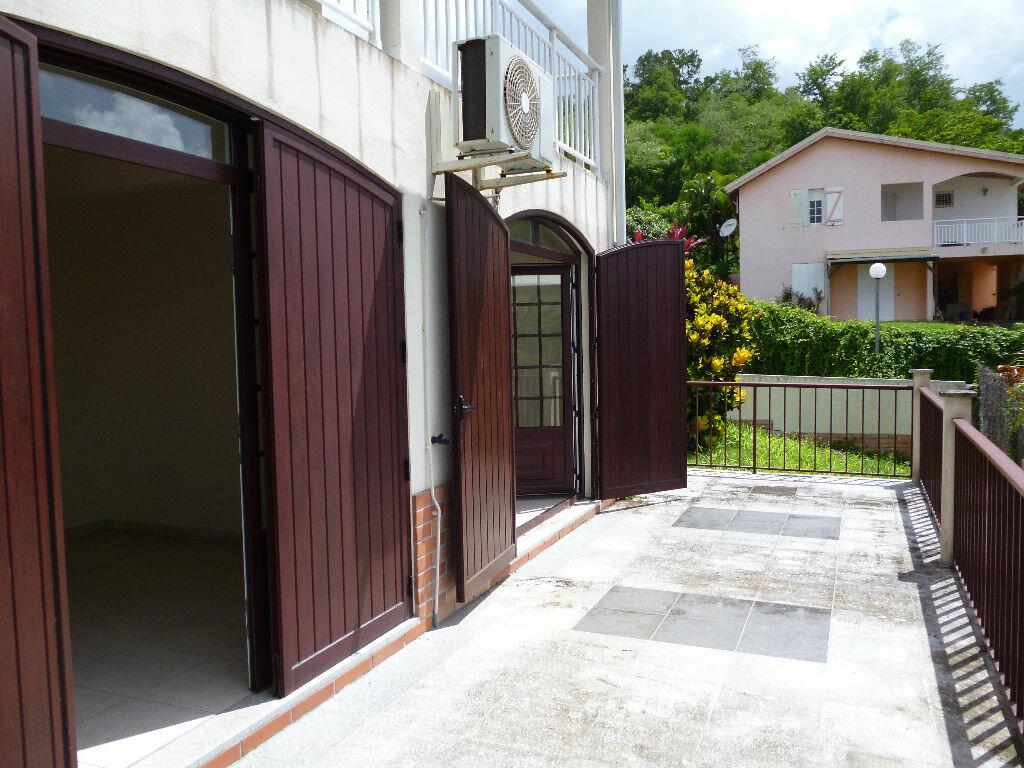Appartement à louer 4 127m2 à Les Trois-Îlets vignette-1