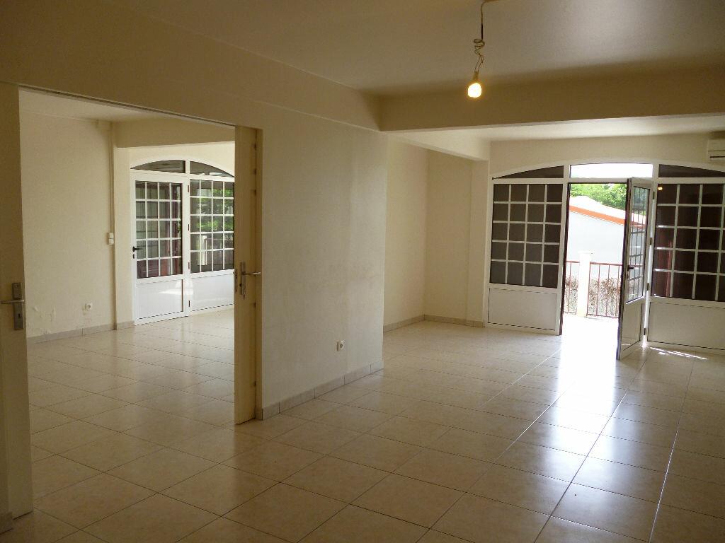 Appartement à louer 4 127m2 à Les Trois-Îlets vignette-5