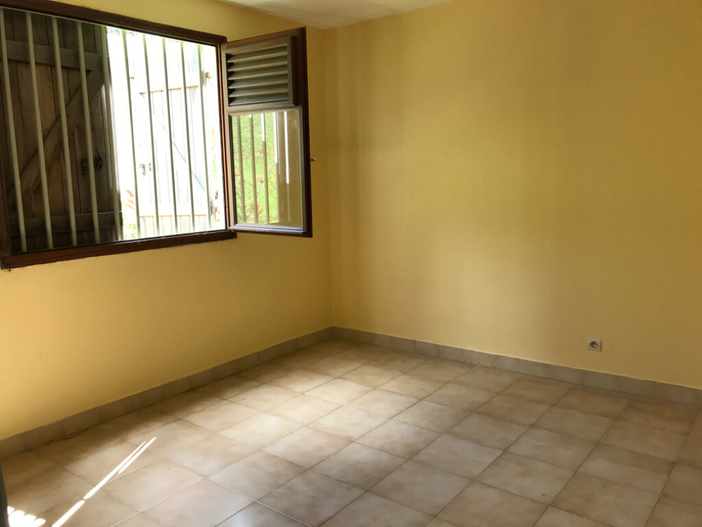 Appartement à vendre 4 81.76m2 à Fort-de-France vignette-2