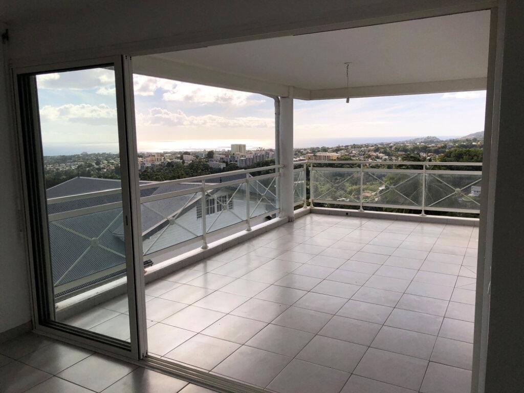 Appartement à vendre 3 75.9m2 à Fort-de-France vignette-1