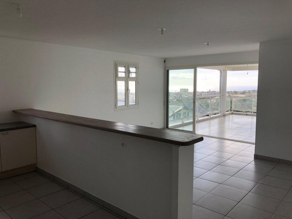 Appartement à vendre 3 75.9m2 à Fort-de-France vignette-2