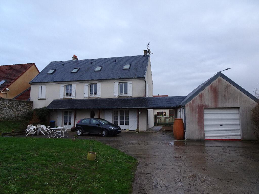 Maison à louer 9 184.13m2 à Claye-Souilly vignette-1