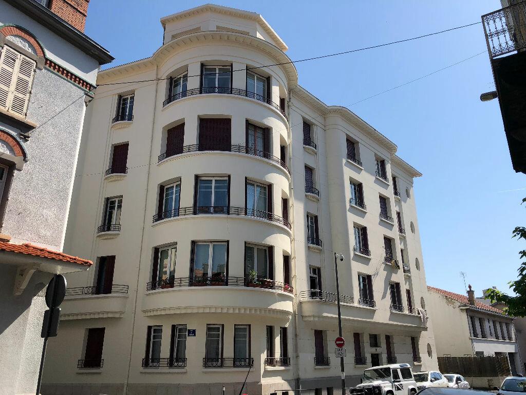 Appartement à vendre 2 59.79m2 à Clermont-Ferrand vignette-2