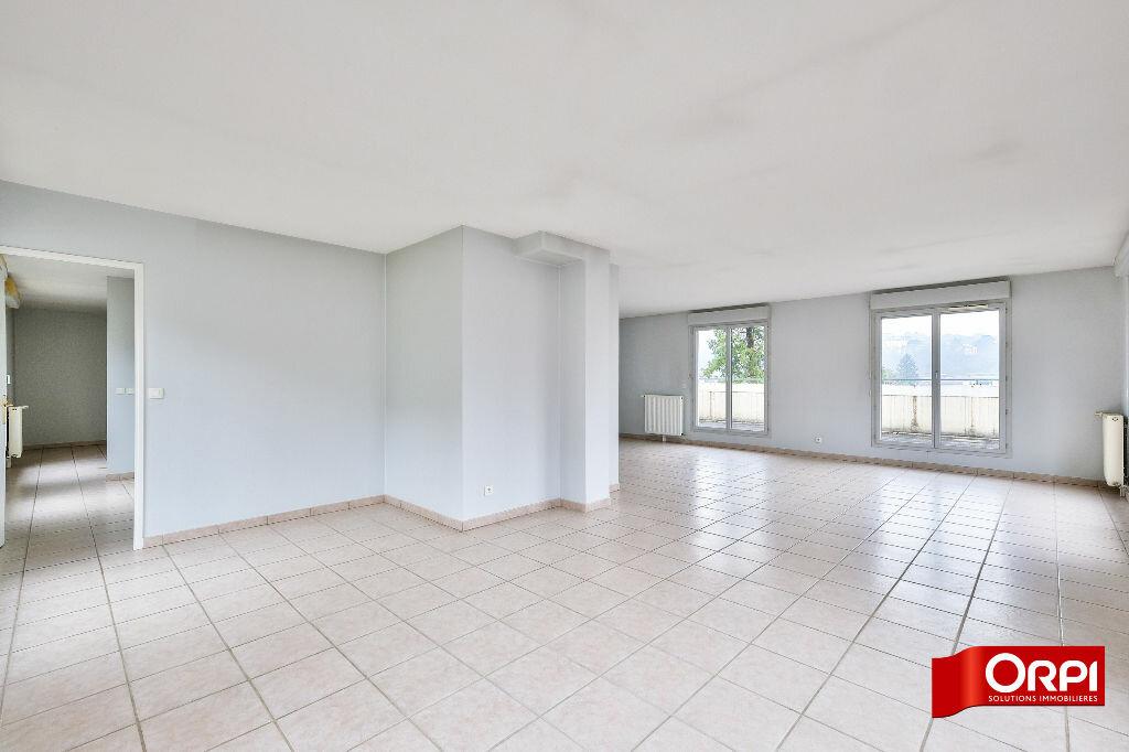 Appartement à louer 6 166.3m2 à Caluire-et-Cuire vignette-2
