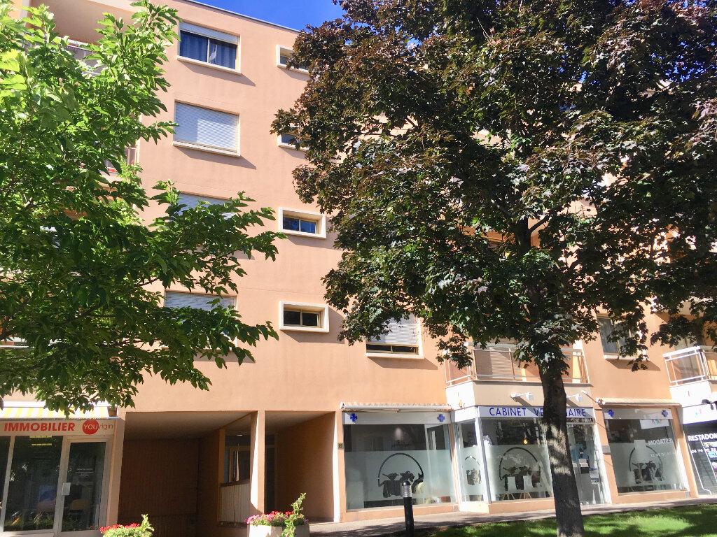 Appartement à louer 4 107m2 à Lyon 5 vignette-1
