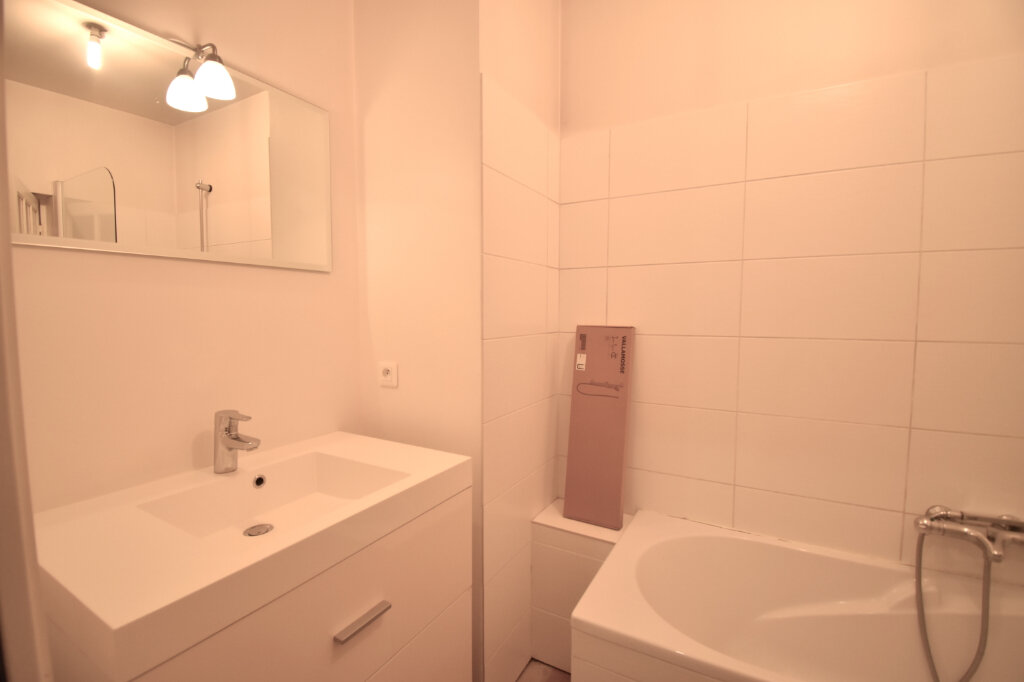 Appartement à louer 3 79m2 à Lyon 5 vignette-5