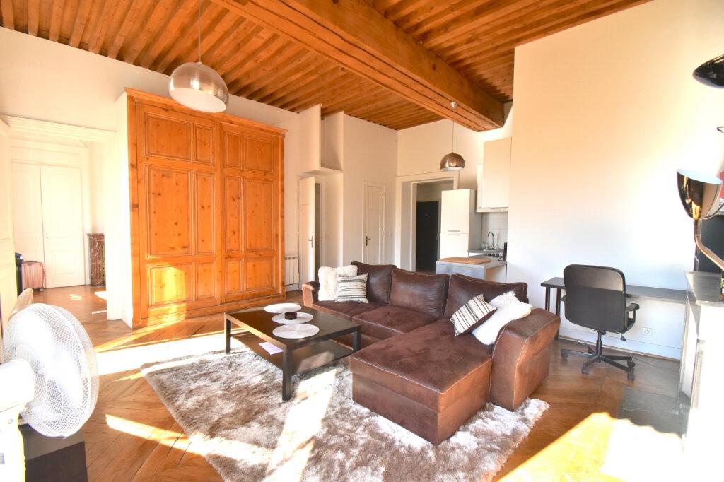 Appartement à louer 2 60.4m2 à Lyon 1 vignette-1