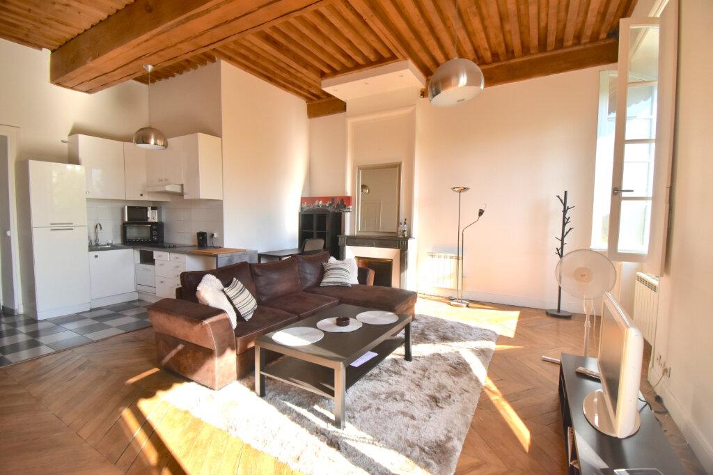 Appartement à louer 2 60.4m2 à Lyon 1 vignette-2