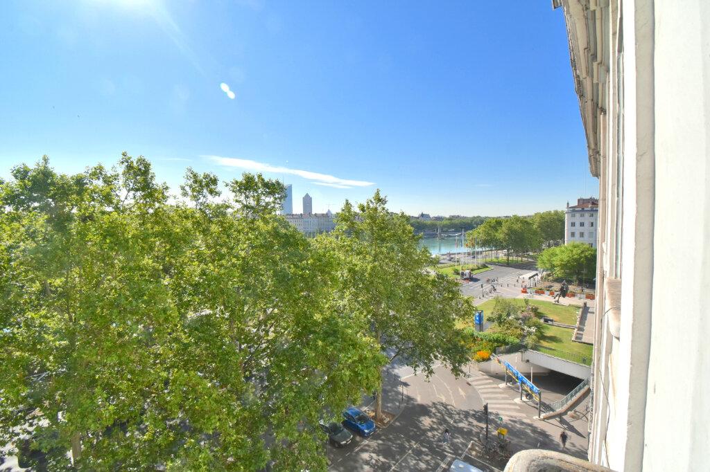 Appartement à louer 2 60.4m2 à Lyon 1 vignette-3