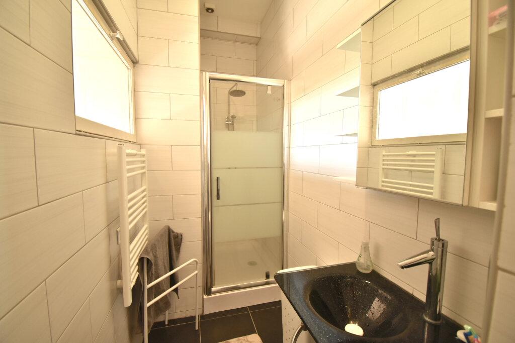 Appartement à louer 2 60.4m2 à Lyon 1 vignette-6
