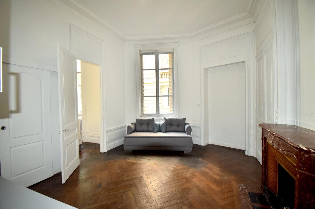 Appartement à louer 2 32.62m2 à Lyon 3 vignette-1