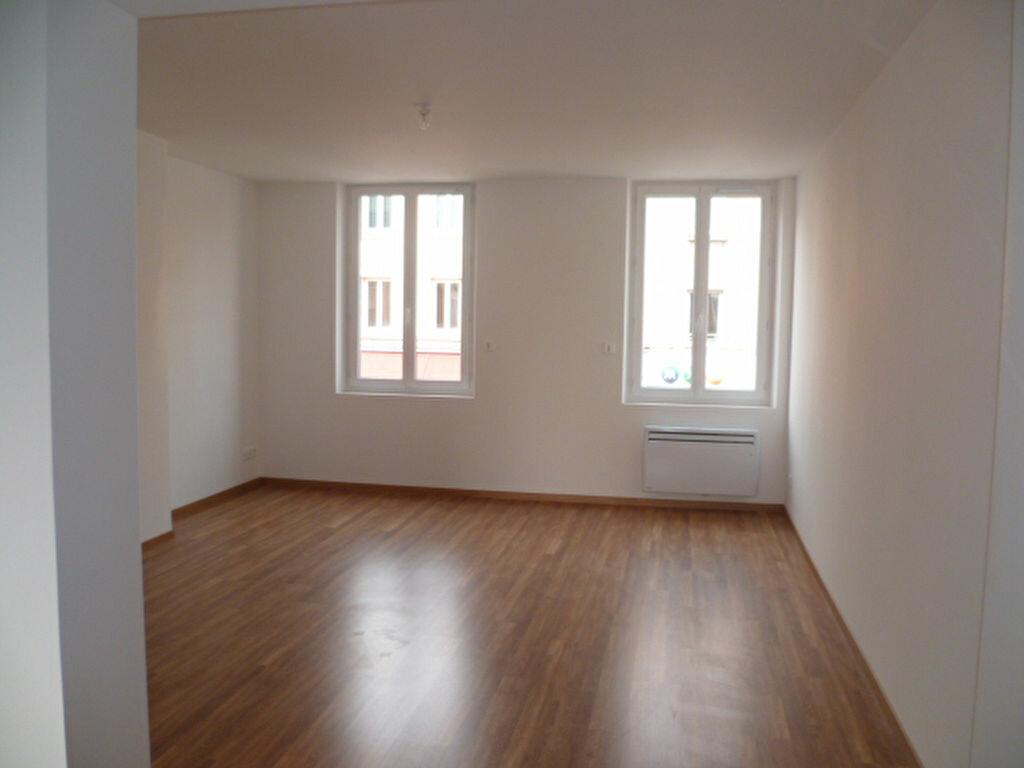 Appartement à louer 3 61.87m2 à Bourg-Achard vignette-2