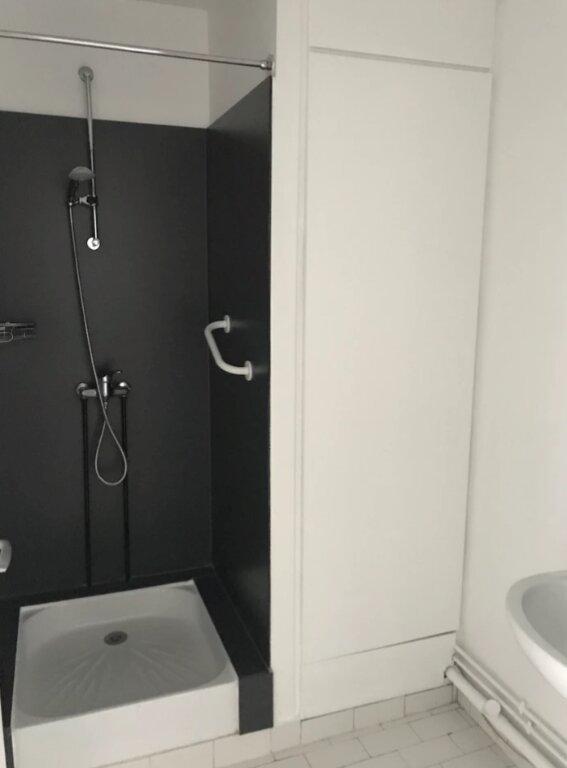 Appartement à louer 5 104m2 à Sainte-Adresse vignette-4