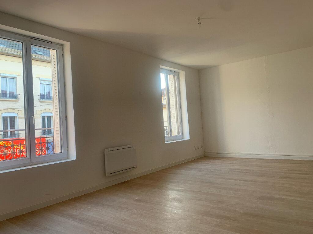 Appartement à louer 3 63.75m2 à Tergnier vignette-2