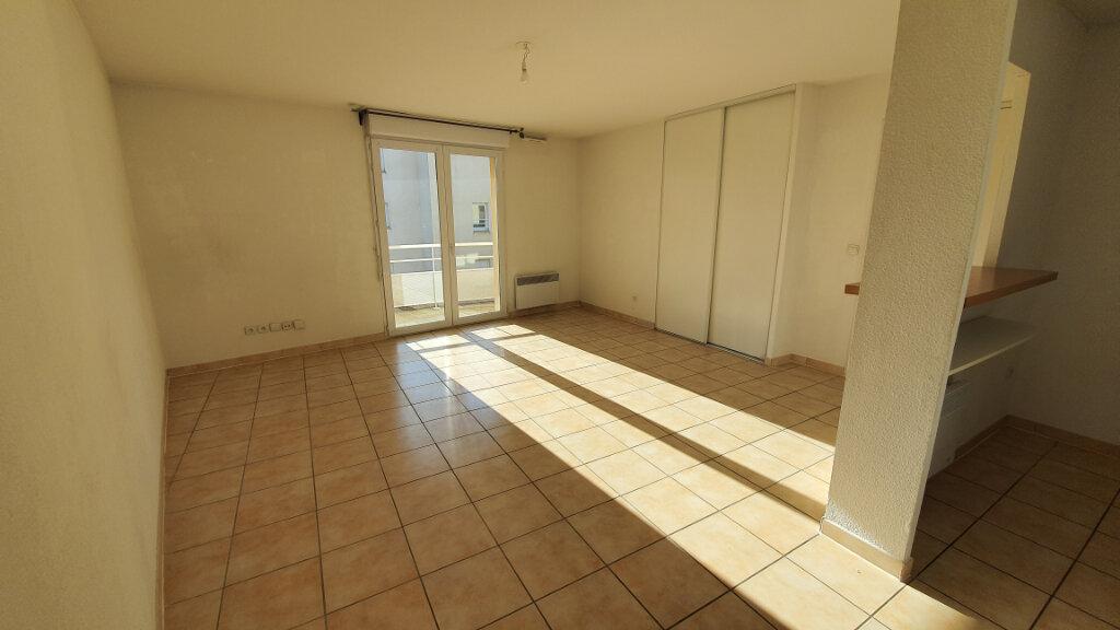 Appartement à louer 2 54m2 à Nîmes vignette-1