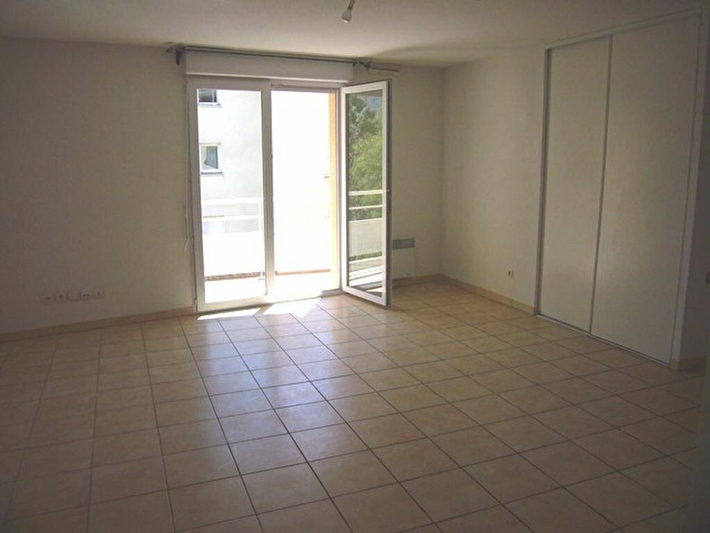 Appartement à louer 2 54m2 à Nîmes vignette-2