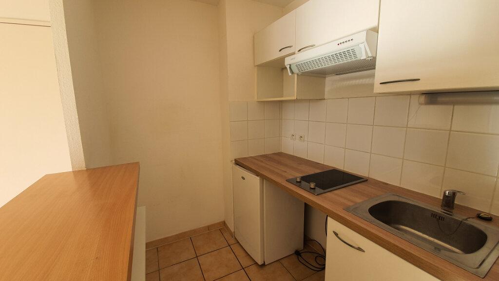 Appartement à louer 2 54m2 à Nîmes vignette-3
