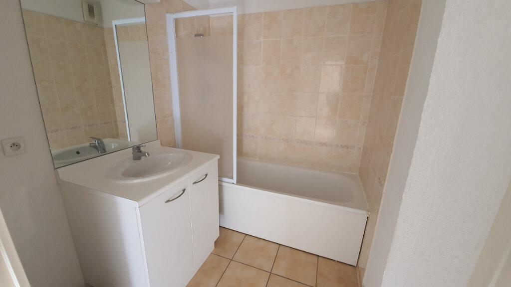 Appartement à louer 2 54m2 à Nîmes vignette-6